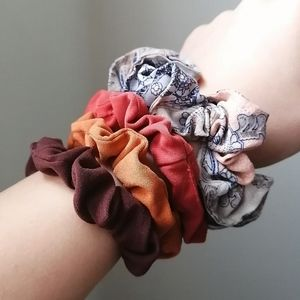 Accessories - 2/20 🦞Selection of scrunchies fall colors